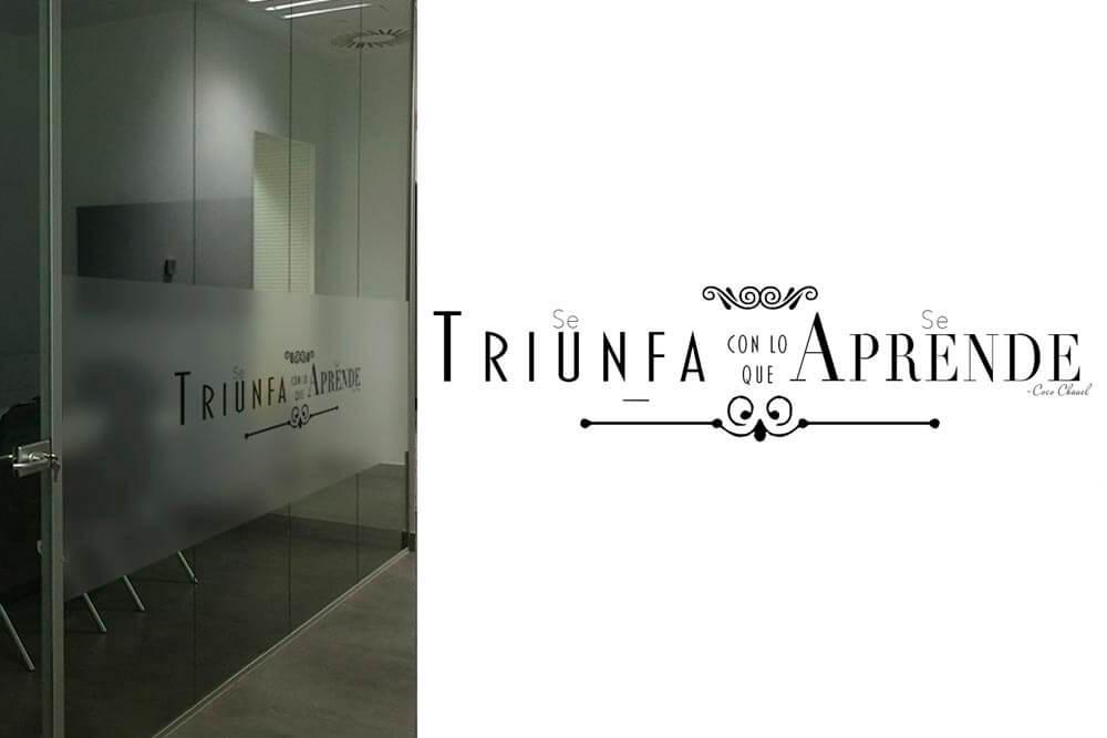 diseño de tipografías sobre vinilo translúcido